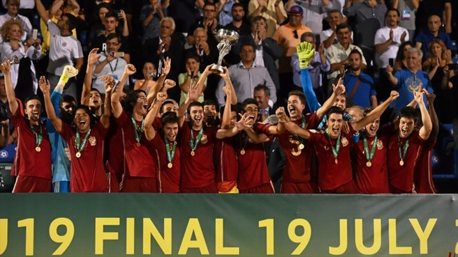 Spain in seventh heaven with Greece triumph