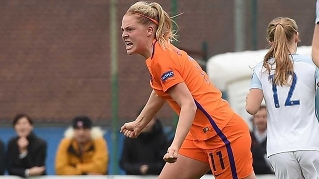 Netherlands beat England to top group