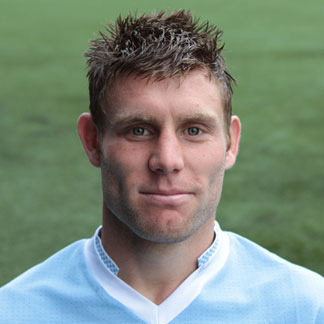 The 32-year old son of father Peter Milner and mother Lesley Milner, 175 cm tall James Milner in 2018 photo