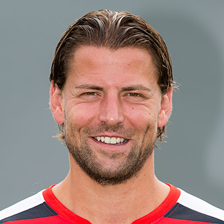 http://img.uefa.com/imgml/TP/players/14/2016/324x324/35414.jpg